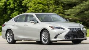 CR-Cars-InlineHero-2019-Lexus-ES-300h-driving-6-18